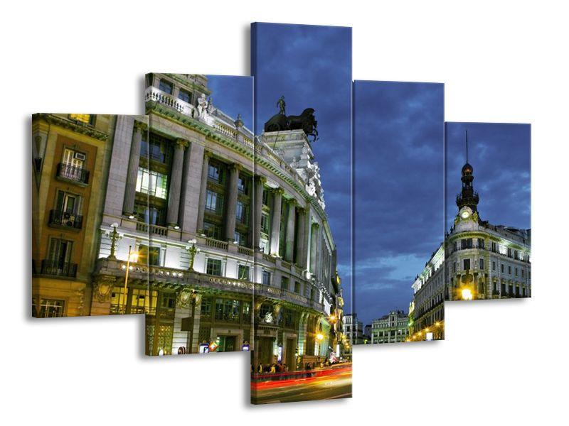 Ulice města v soumraku