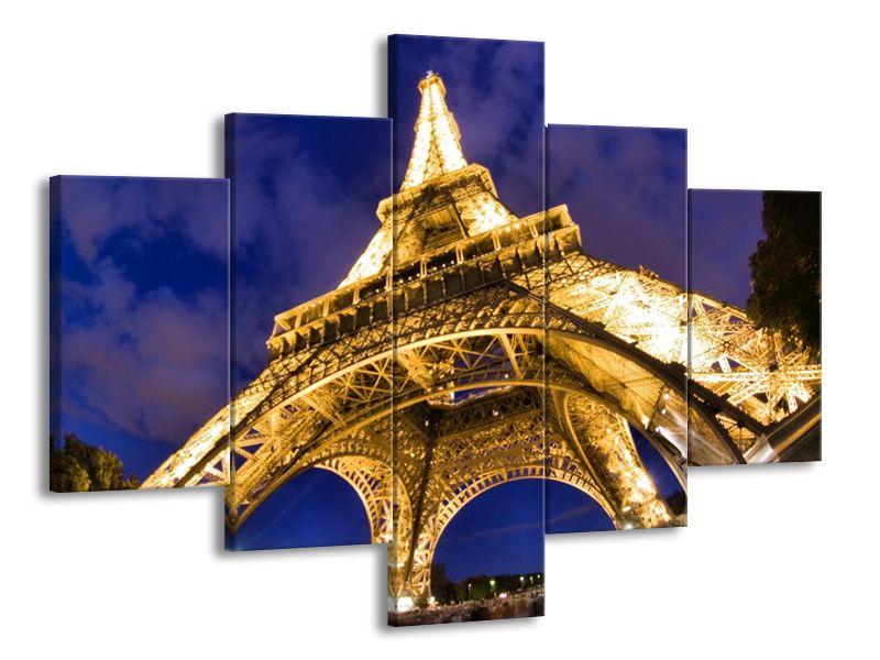 Svítící Eiffelova věž za soumraku