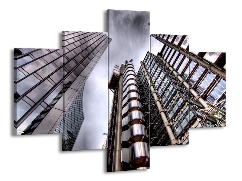Šedivé nebe a mrakodrapy