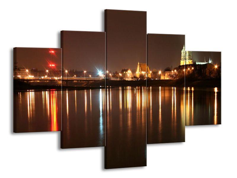 Světla města v odraze řeky