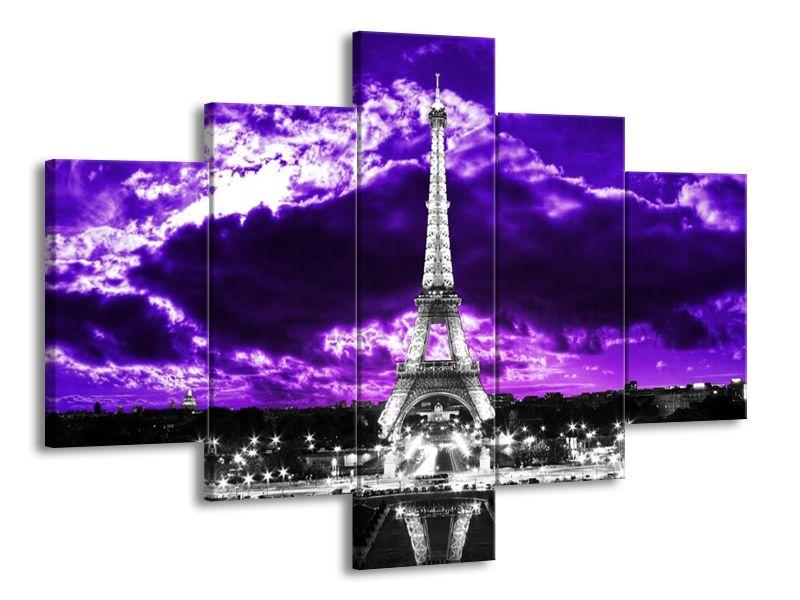 Eiffelova věž pod fialovým mrakem