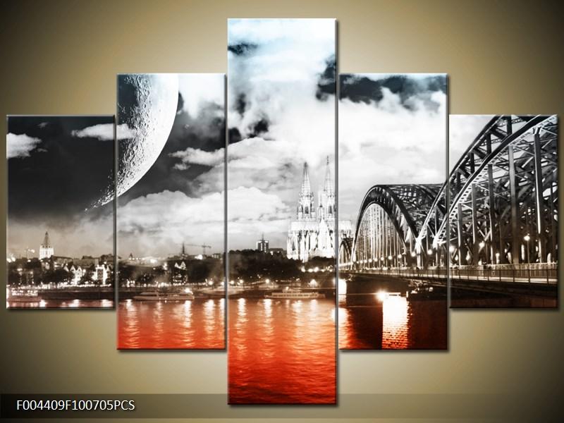 Měsíc u řeky s mostem