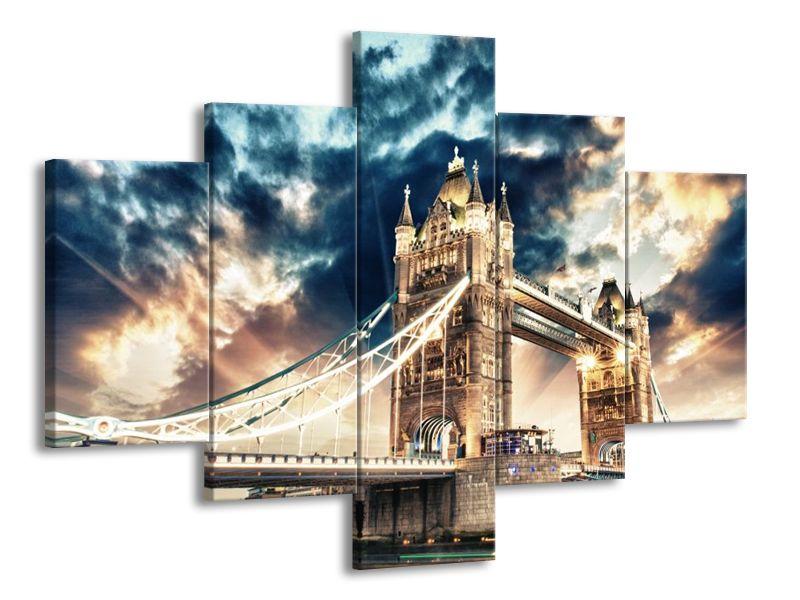 Ozářený Tower Bridge