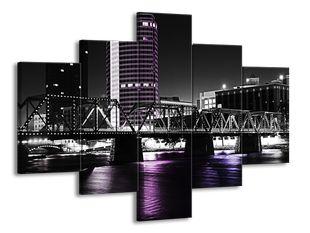 Most nad fialovou řekou