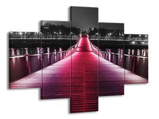 Barevná cesta po mostě