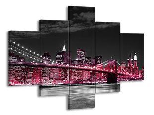 Růžové velkoměsto s mostem