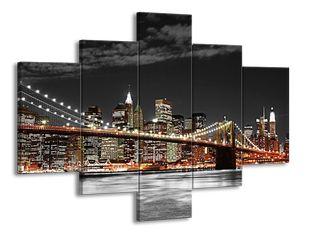 Noční velkoměsto s mostem