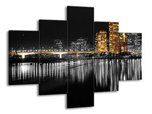 Město s mostem v odraze