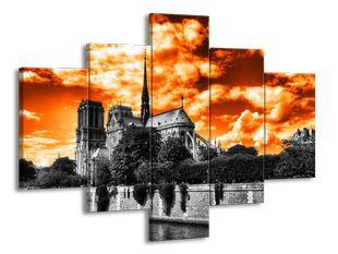 Kostel pod oranžovým nebem