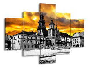 Kostel se žlutým nebem