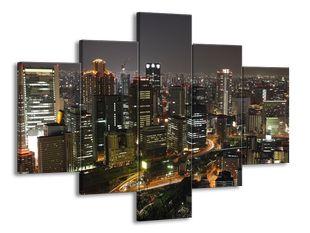 Noční velkoměsto z nadhledu