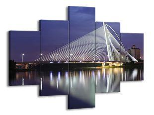 Most v odrazu řeky
