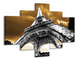 Eiffelova věž pod mraky černobíle