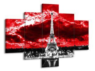 Eiffelova věž pod krvavými mraky