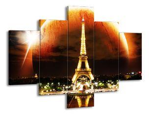 Eiffelova věž v ohnivé noci