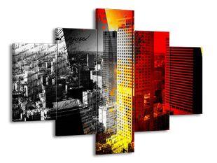 Město černobíle s oranžovou clonou