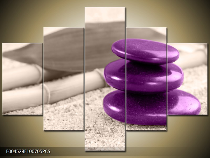 Fialové kamínky na písku