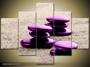 Fialové kamínky v písku