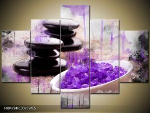 Fialové krystaly v misce