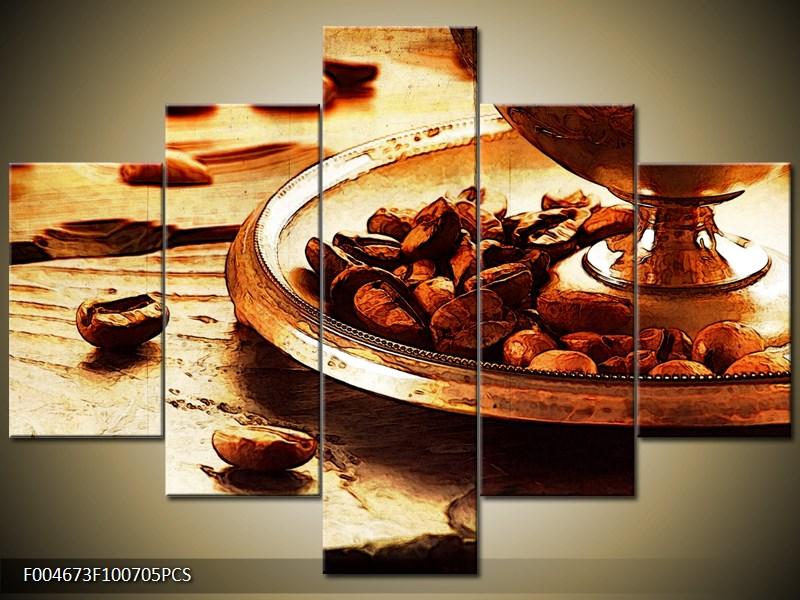 Kávová zrna na stole