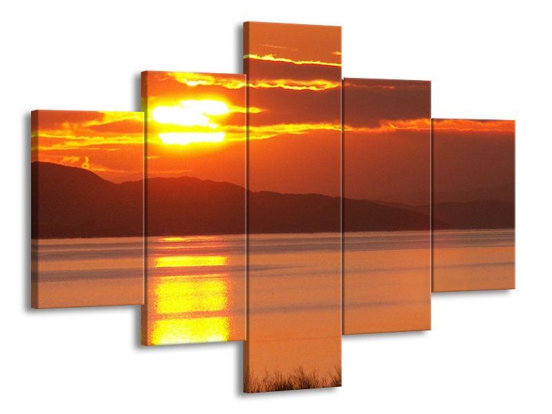 Západ slunce nad jezerem