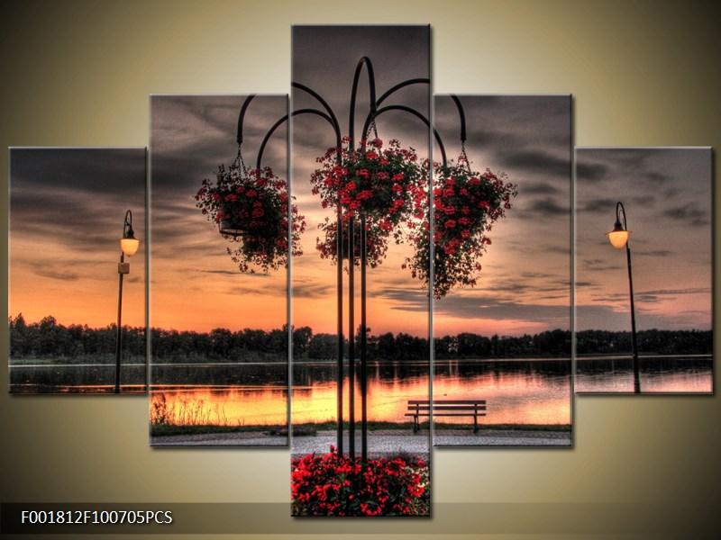 Soumrak u jezera