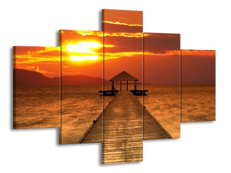 Molo při západu slunce