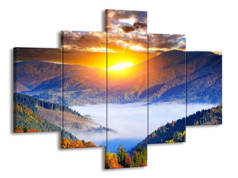Východ slunce nad horami