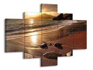 Písečná pláž a paprsky slunce
