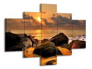 Kameny na písečné pláži