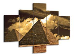 Pyramidy před mraky