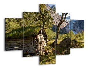 Chatrč v horách