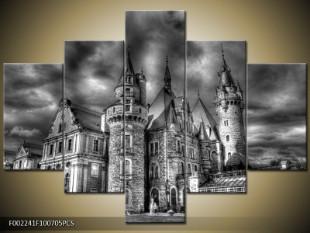 Venkovský zámek černobíle
