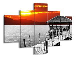 Domeček na jezeře černobíle