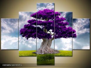 Strom s fialovými listy