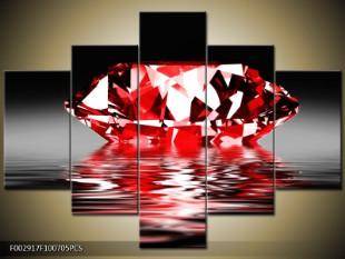 Červený diamant na hladině