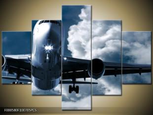 Letadlo pod mraky