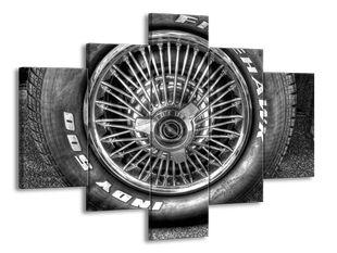 Kolo u auta černobíle