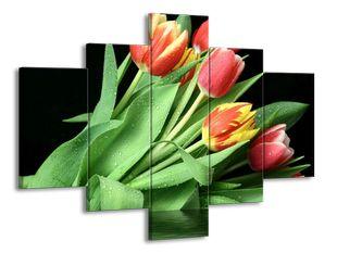 Kytice svěžích tulipánů
