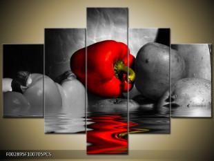 Červená paprika odraz