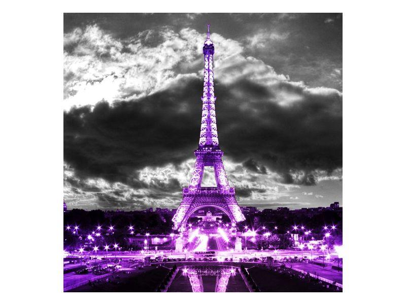 Eiffelova věž fialová pod mraky