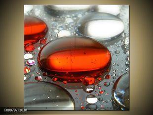 Červená kapka vody