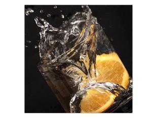 Pomeranč ve sklenici vody