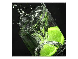 Voda ve sklenici