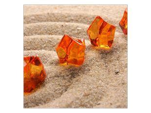Oranžové krystaly v písku