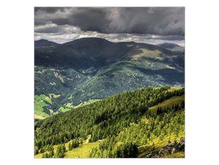 Zelené hory pod mraky