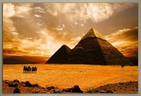Pyramida při západu slunce