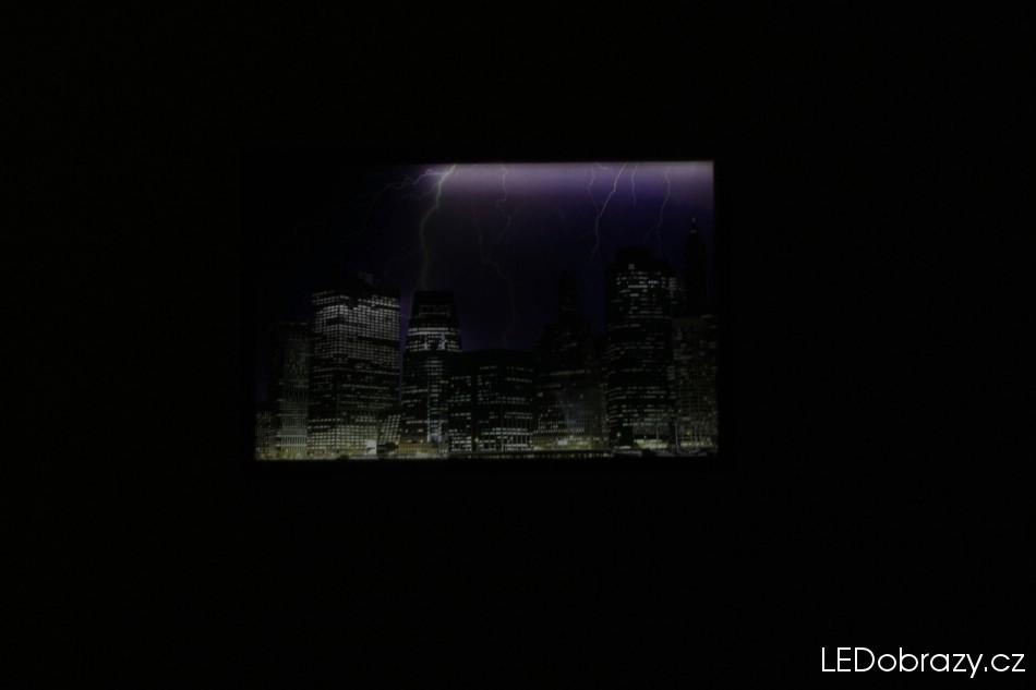 LED obraz New Yorku po tmě - menší svítivost